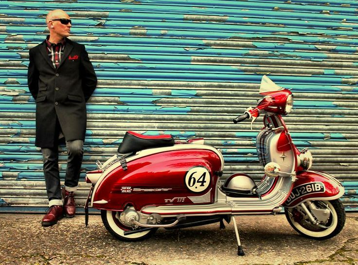 I wanna be a part of a vespa bike gang... Well not really a gang... More like a group. A gathering, if you will. Lol