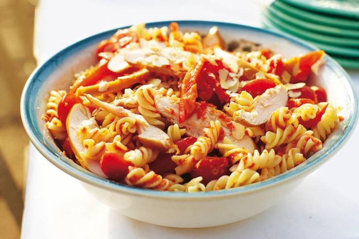 Rode pastasalade - Recept - Allerhande