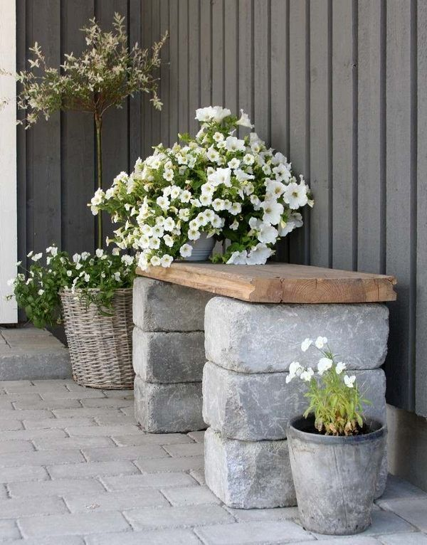 small garden bench DIY cinder blocks wood bench flower pots
