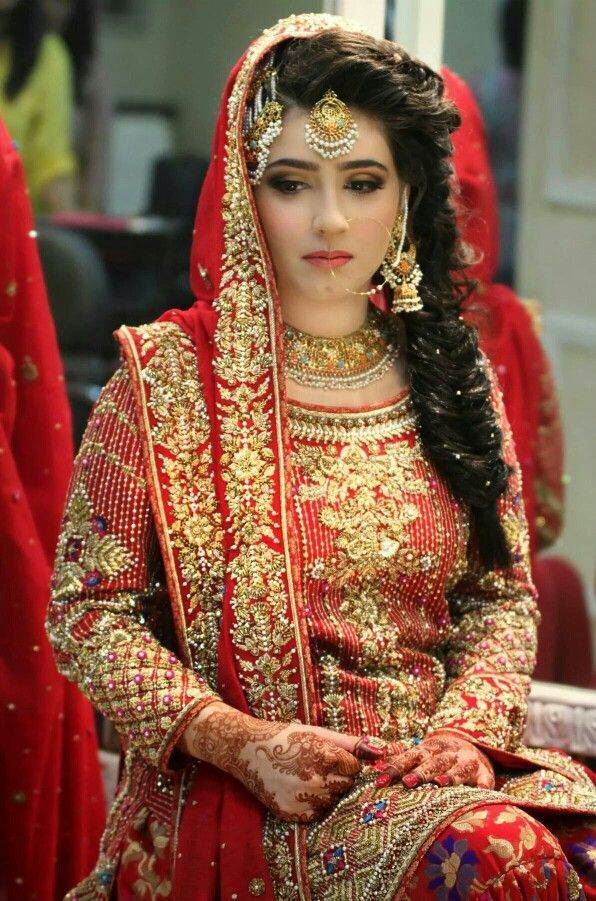 Try these stunning Pakistani bridal hairstyle for
