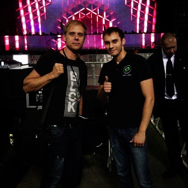Our technical specialist Alexander with words famous #ArminVanBuuren. ‪#ArminOnly #show #ArminOnlyIntense #DreamLaser #lasershow