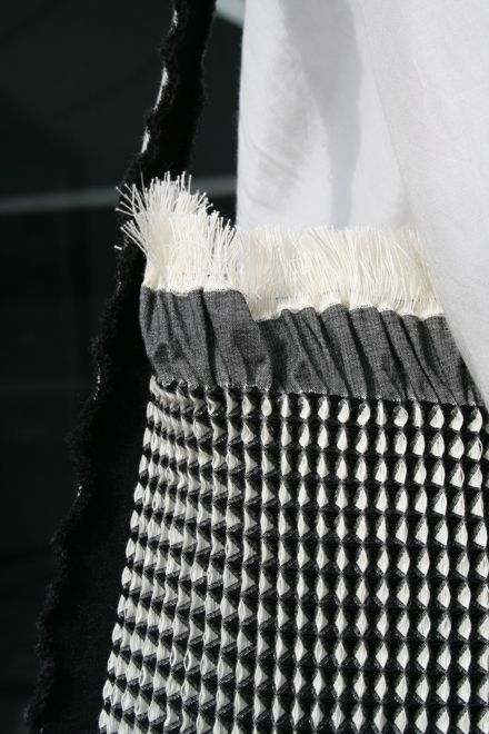 instant products designed by Studio Samira Boon | weaving 3D products straight out of the weaving machine, advanced jacquard possibilities, double/triple weaving