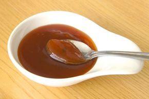 Prepara la clásica salsa agridulce china con ingredientes que seguro que tendrás en tu cocina, y en solo 10 minutos! Está deliciosa y ligeramente espesa.