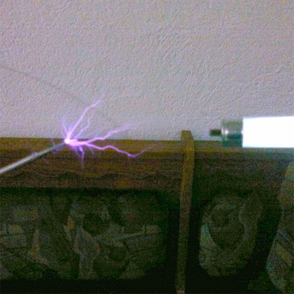 LOW-VOLTAGE TESLA COIL USES A RELAY INSTEAD OF A SPARK GAP
