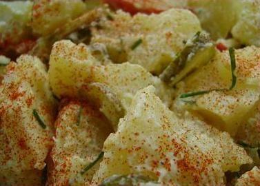 Salade de pommes de terre aux pommes et paprika