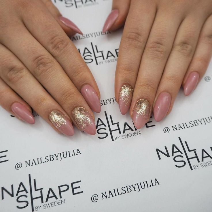 Bokningsinformation: Terapeut: @nailsbyjulia  Salong tel: 031-21 77 77 Online: www.nailshape.se  FB: Nail Shape by Sweden Vi är även en SANSA-godkänd nagelskola med både grund- och vidareutbildningar och du hittar mängder av grymma produkter i vår butik!  #nailprodigy #nagelterapeut #instagood #nailtech #follow #naglar #nails #nailsystems #fashion #nagelförlängning #nsi #nsinails #glitter #instanails #acrylicnails #akrylnaglar #beauty #beautiful #amazing #nailart #cute #naglargöteborg…
