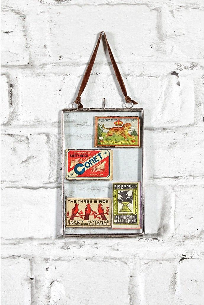 <p>The on-trend way to display your postcards and pictures: the hanging glass photo frame adds a touch of retro-cool to your home.</p>Features: 10x15cm