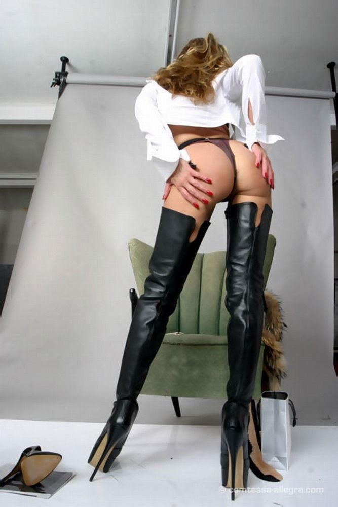 Fill Girl in thigh high boots naked