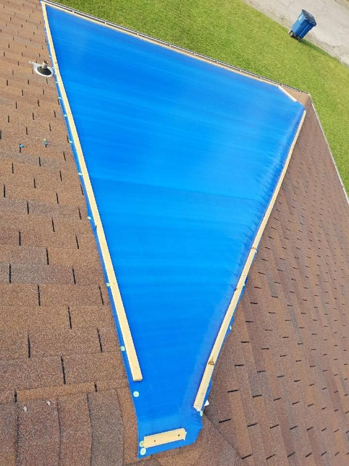 Proper Tarp Covering Is Important If You Think You Might Have A Leak Damage To Your Roof 406 272 5109 Decorating Blogs Roof Roofing