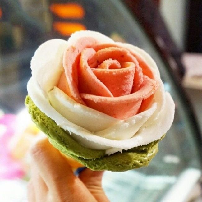 20 Japanese desserts that are way too cute to eat - Rose-shaped ice cream ♥ | ©