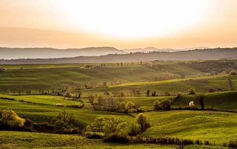 Alle porte di Firenze, tra colline e cipressi troviamo un'ampia e verde vallata in cui risiedono numerosi borghi, castelli e ville Medicee: il Mugello.