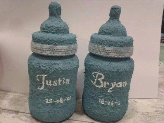 Leuk kraamcadeau of als aandenken. Deze flesjes zijn bewerkt met muurvuller en beschilderd.