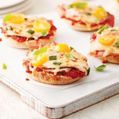 Mini-pizzas sur muffins anglais - Soupers de semaine - Recettes 5-15 - Recettes express 5/15 - Pratico Pratique