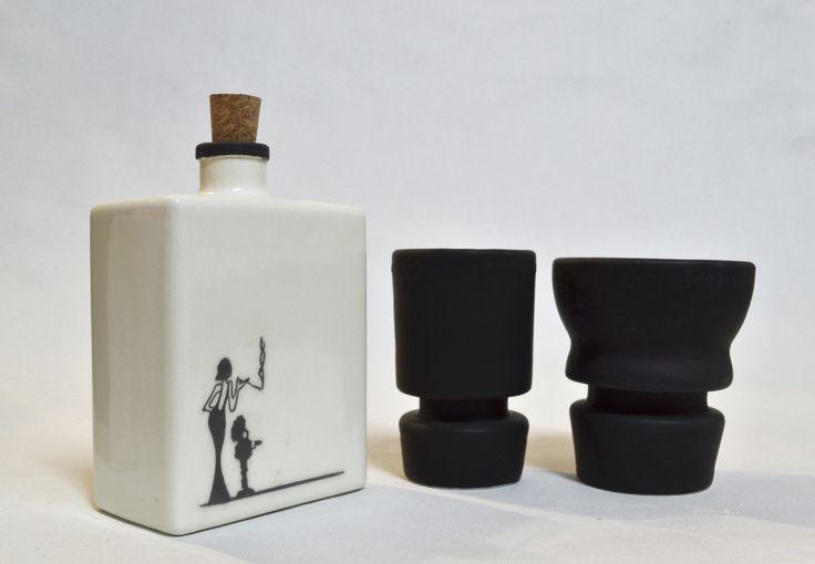 Lucie Bottle Set in black!