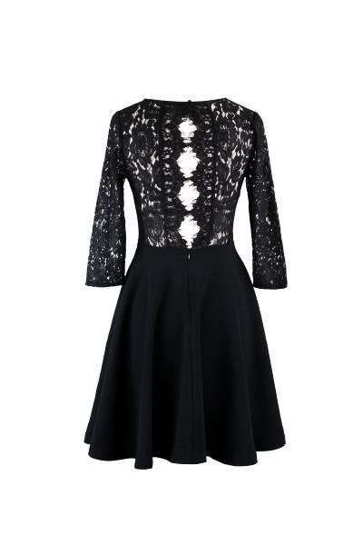 Coup de coeur pour cette jolie robe patineuse à manches 3/4 et dos en dentelle. Composition viscose/rayon.