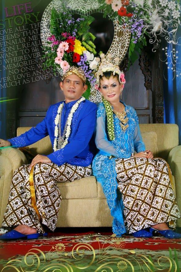 Paket Hemat: Paket Pernikahan Lengkap di Rumah: Pernikahan dengan Paket Hemat ditujukan untuk rencana pernikahan yang murah dan diadakan di rumah, dengan biaya yang murah pula.