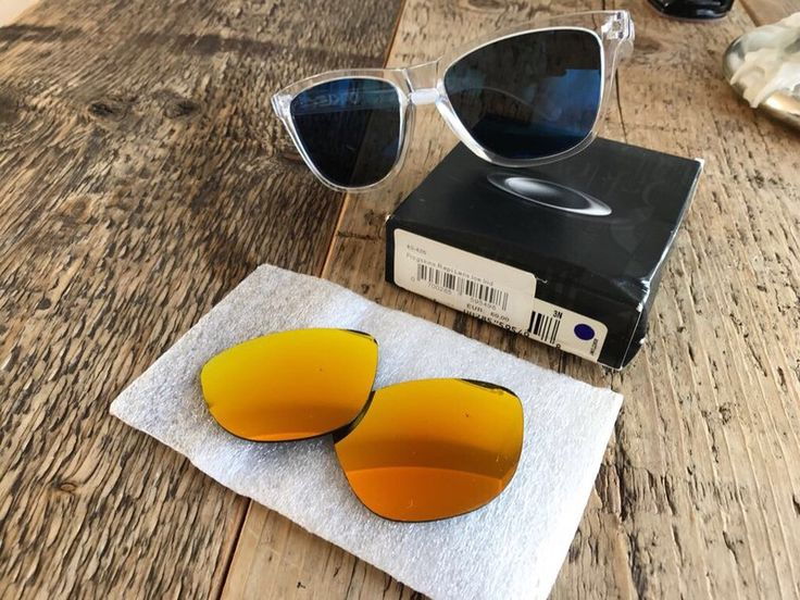 Mein Oakley Sonnenbrille  von Oakley! Größe  für 65,00 €. Sieh´s dir an: http://www.kleiderkreisel.de/accessoires/sonnenbrillen/156912651-oakley-sonnenbrille.