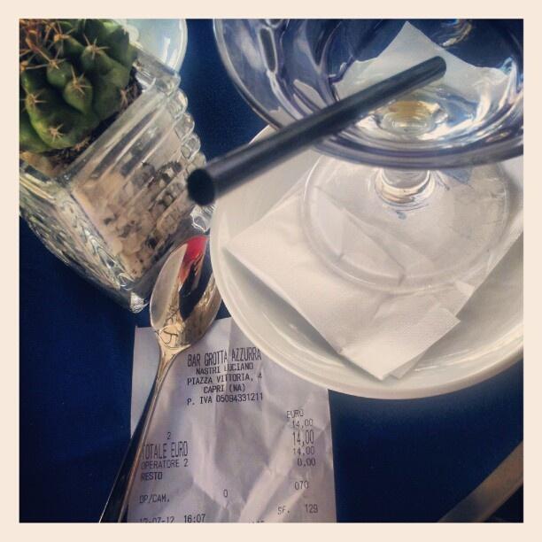 ..vi assicuro..tracce di caffè nella granita!..gli Euro, invece, in solido - @io_achab- #webstagram
