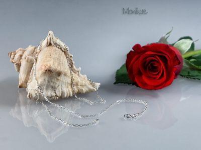 """ANKIER – łańcuszek srebrny ANKIER to popularna nazwa tego łańcuszka wywodząca się od angielskiego słowa """"anchor"""" oznaczającego kotwicę. Podobnym splotem łańcucha mocowano do statków kotwicę. Wytrzymały łańcuszek, odpowiedni do każdej zawieszki. Nasza biżuteria jest sprowadzana bezpośrednio z Włoch, zapewniając mistrzowską jakość wykonania, oraz piękne i stylowe wzornictwo. łańcuszek#naszyjnik#wytrzymały#medalik#krzyżyk#prezent#"""