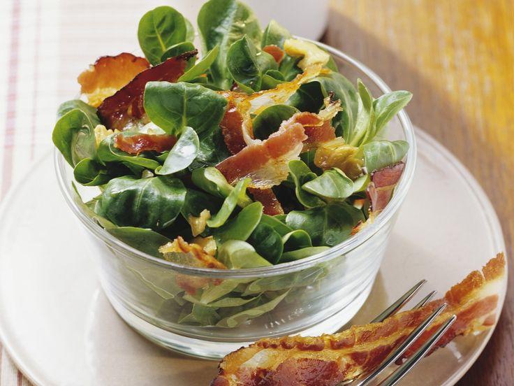 Feldsalat mit Nüssen und Speck - smarter - Zeit: 25 Min. | eatsmarter.de