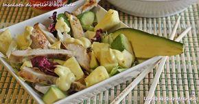 L'insalata di pollo e avocado è un piatto unico, semplice e veloce, da consumare in spiaggia ma anche in ufficio.