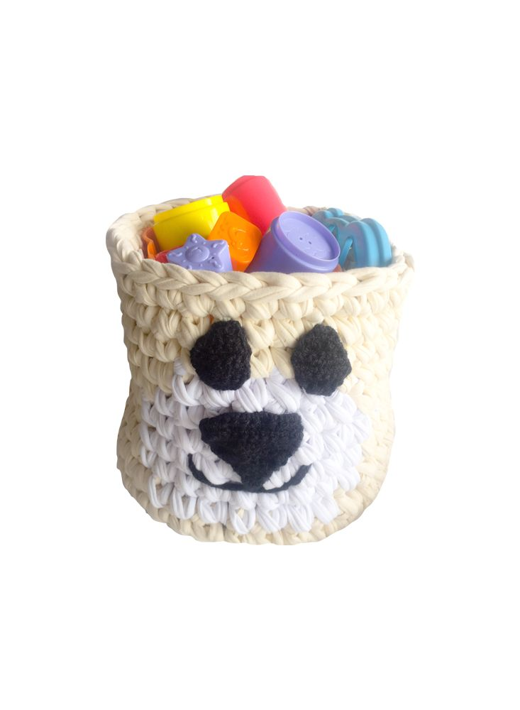 Hermosa canasta elaborada en trapillo, puede tener múltiples usos como para guardar las cosas del bebe, organizador para juguetes, etc.