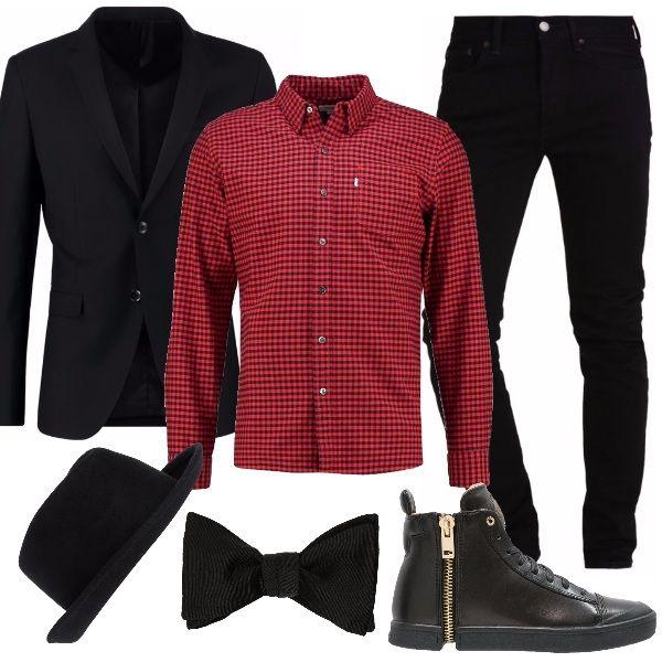 Outfit perfetto per una serata da passare con gli amici. Jeans slim fit black, da portare anche con risvolto, giacca elegante black, camicia con fantasia a scacchi, sneakers alte black gold, cappello e papillon. Uno stile unico per un uomo che si fa notare.