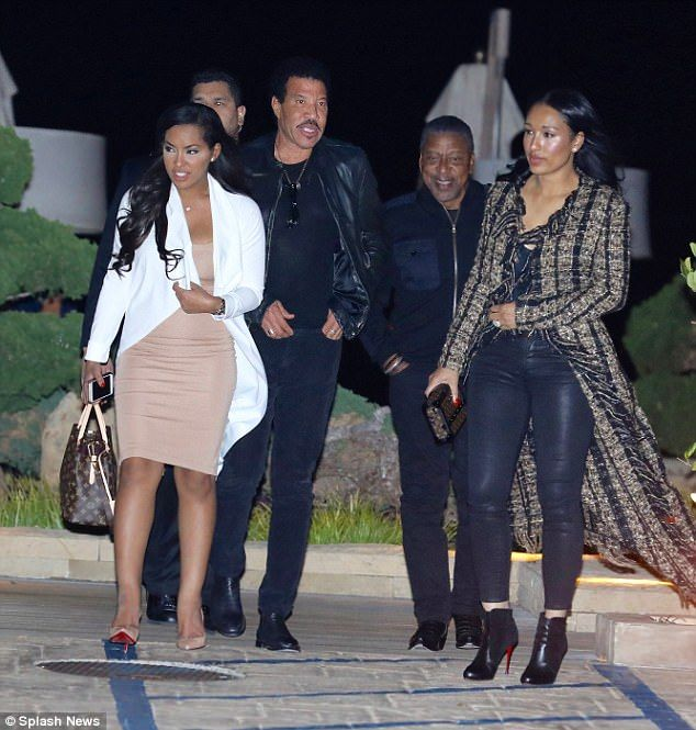 Lionel Richie takes girlfriend Lisa Parisa out to dinner  Its just three weeks before the reboot of American Idol bursts back on to the screen.  And new judge Lionel Richie made the most of some down time by enjoying dinner with his longtime girlfriend Lisa Parisa and friends at Nobu in Malibu on Thursday evening.  The 68-year-old singer-songwriter and producer was all smiles as he and his group made their way to the valet station to pick up their cars.  Night out: LionelRichie made the most…