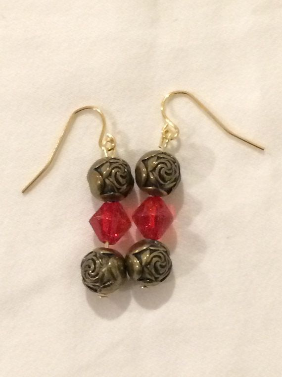 Ehi, ho trovato questa fantastica inserzione di Etsy su https://www.etsy.com/it/listing/262252641/beaded-glass-earrings