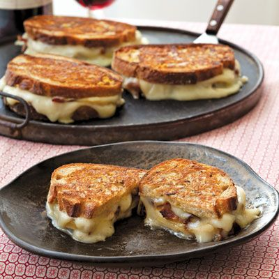 Taleggio Grilled Cheese with Bacon and Honey Crisp Apples Recipe - Delish.com