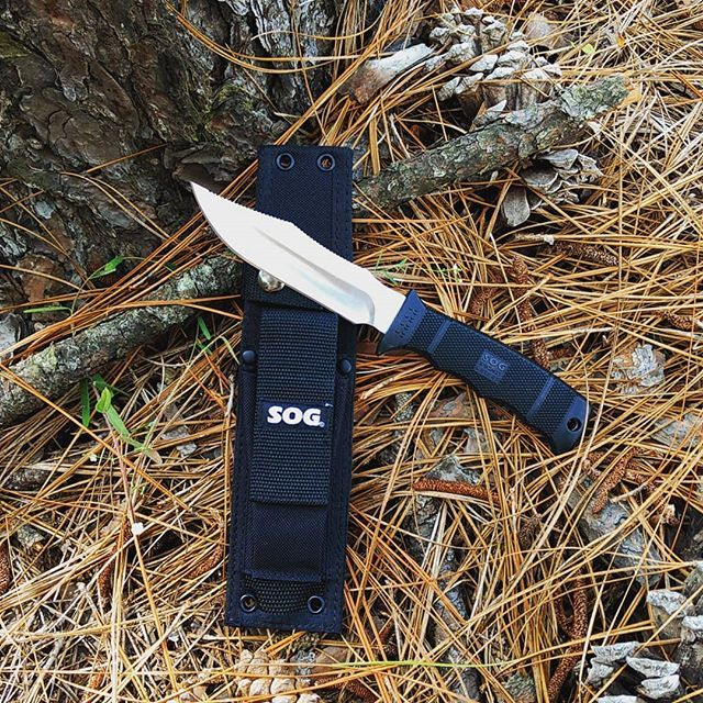 SOG Seal Pup Elite E37-N fixed blade knife  Has a 4 85 inch satin