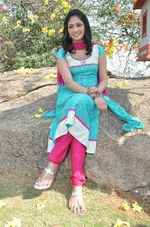 SEO Guy Enjoy: Hari Priya stills in ee varsham sakshiga