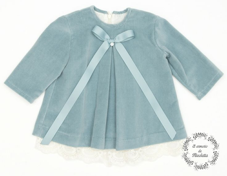 Vestido elaborado en terciopelo de algodón con detalle de tul, de la firma Casilda y Jimena.