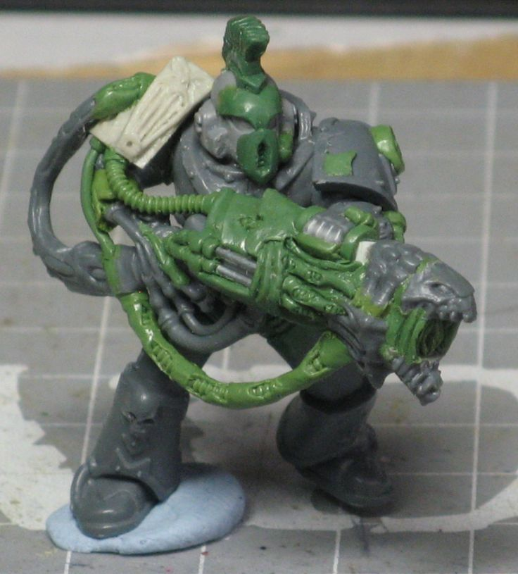 a combination of Tyranid and Chaos bits make this Possessed Noise Marine much more organic and horrific.