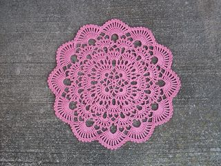 FREE PATTERN ~ C ~ @ http://web.archive.org/web/20041018210231/http://www.denisecrochets.com/wintersbreath.html Ravelry: Winter's Breath Doily pattern by Denise (Augostine) Owens