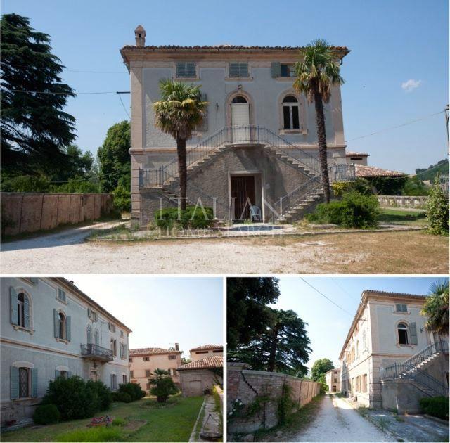 Historic palazzo for sale in San Ginesio, Marche.