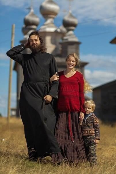 Να βλέπουμε τον Θεό στο πρόσωπο των παιδιών και να δώσουμε την αγάπη του Θεού στα παιδιά. Να μάθουν και τα παιδιά να προσεύχονται. Για να προσεύχονται τα παιδιά, πρέπει να έχουν αίμα προσευχομένων γονέων. Όσιος Πορφύριος Καυσοκαλυβίτης