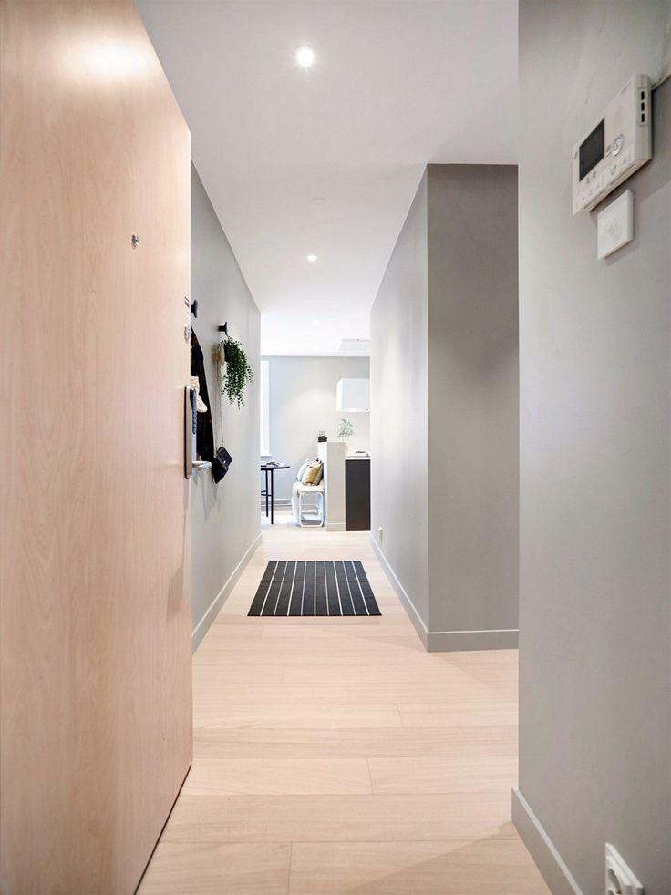 - Strøken og nyoppusset 3-roms - 2 solrike balkonger - Bare ta med deg møbler og flytt rett inn - Meget moderne og arealeffektiv planløsning - Endeleilighet - med vinduer fra tre hold gir det rikelig med lys - Heis i bygget - Enstavs eikeparkett - Snekkerbygde garderobeløsninger - Nytt kjøkken med integrerte hvitevarer fra Bosch - Nytt bad med armaturer og dusjgarnityr fra Tapwell og toalett fr...