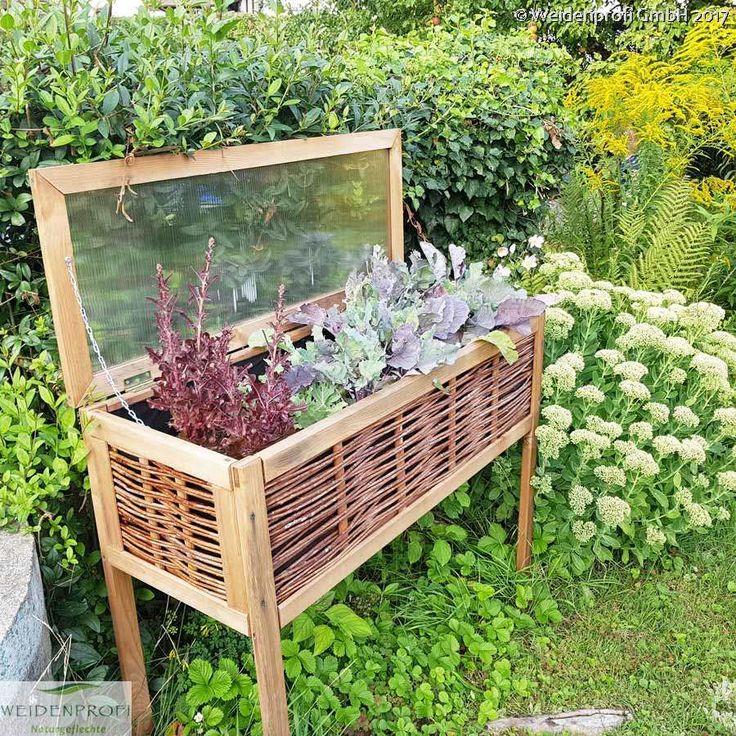 Bepflanzen SIe Ihren Balkon oder Garten mit einem dekorativen Hochbeet.  https://www.haus-gartenportal.de/gartenbauten/hochbeete/balkon-hochbeet.html