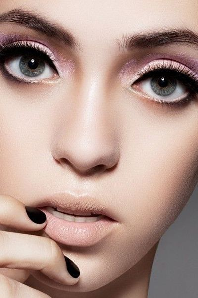 Soft pink lids, nude lips and full lashes