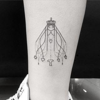 Nossa senhora de aparecida perna esquerda. SKINK SOCIAL CLUB av: Luiz Dumont Villares n560 Tel: 4562-9000 #gui_tattoo #tattoo #tattoos #tatuagem #tatuagens #tatuador #tatuado #skinktattoo #skinksocialclub #linas #lines #tatuagemlinha #traçofino #linhafina #tatuagemtraçofino #tatuagemnossasenhora #art #art #fineline #sp #zn #zonanorte #paz