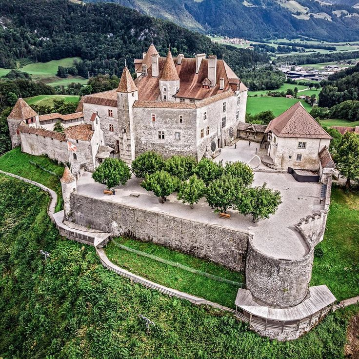 Top 10 Tourist Attraction To Visit in Switzerland Castle