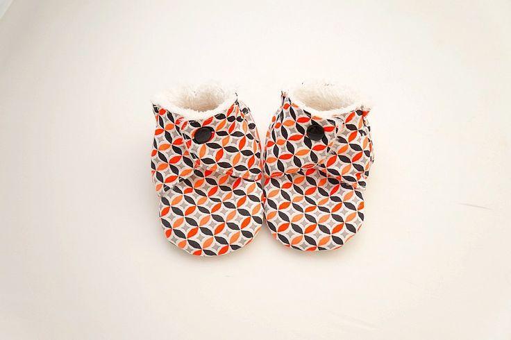 Chaussons chaussures souples et antidérapants, bébé mixte, rouge noir et gris, imprimé graphique, coton et polaire, 6-9 mois : Mode Bébé par hazaliwa