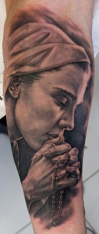 Praying Rosary Tattoo. The detail is beautiful. Amazing tattoo!!!
