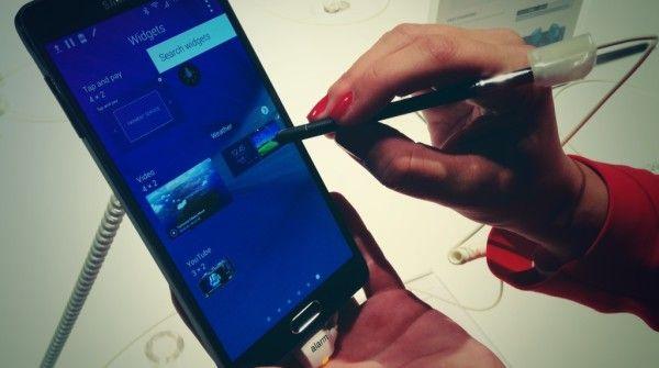 Anche Samsung Galaxy Note 4 si piega http://www.sapereweb.it/anche-samsung-galaxy-note-4-si-piega/  (Foto: MIlo Sciaky)  Dopo le polemiche sulla millantata scarsa resistenza di iPhone 6 Plus alla pressione, la stessa sorte pare toccare anche al Samsung Galaxy Note 4. O, quanto meno, così sembrerebbe guardando il video del bend test realizzato da Unbox Therapy.        (adsbygoogle =...
