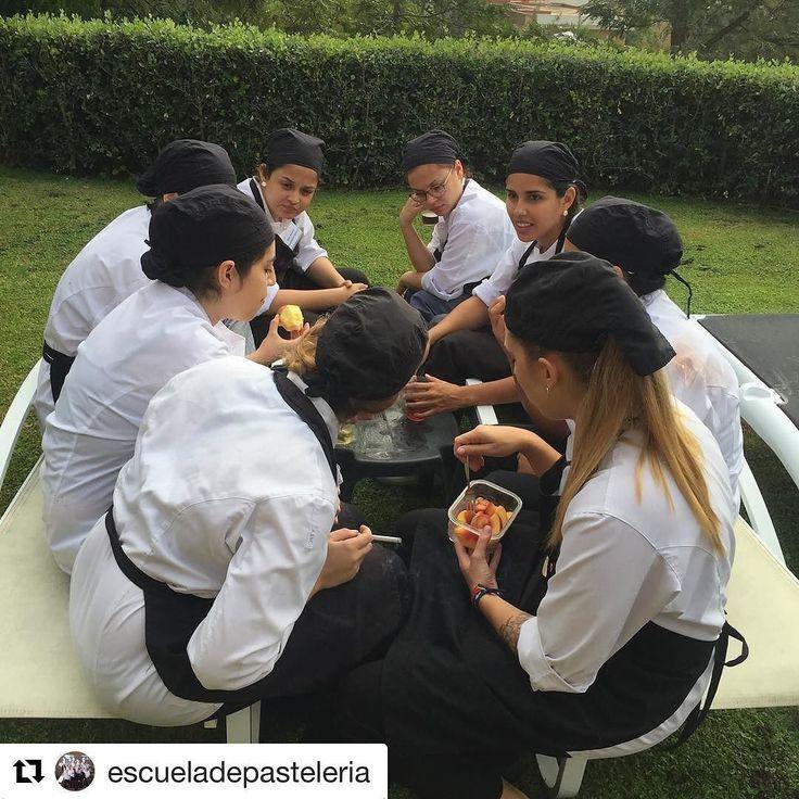 Los alumnos desayunando en el Escuela de Pastelería de la Chef María Selyanina. ---- Programa de Cursos 2017: http://ift.tt/1X64aCd ---- http://ift.tt/1LKlrh1 ---- International Pastry School of Barcelona. House-Pastry Lab. by Maria Selyanina. http://ift.tt/1tH36ZR #mariaselyanina #mariaselyaninaschool #pastryschool  #pastryvip #pastrycourse #housepastrylab #pastrycampus #aprenderpasteleria #escueladepasteleria #pastryshop #formacion #chefs #pasteleros #pasteleria #serpastelero…