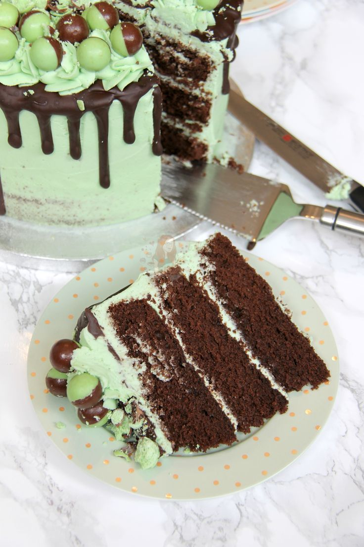 A Three Layer Chocolate Mint Sponge, with Mint Buttercream Frosting, Dark Chocolate Drip, and Mint Aero Bubbles Galore! My favourite Mint Aero Cake! So I...
