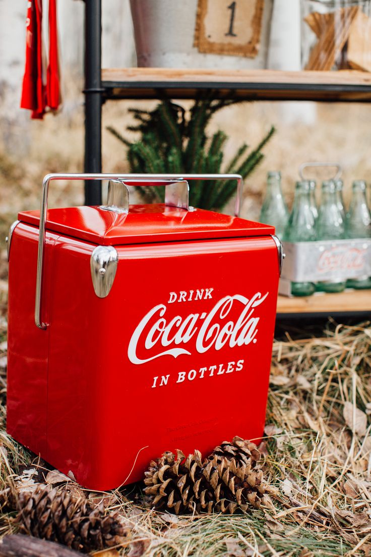 Obsessed with this retro @cocacola cooler! #cokestyle #tomkatstudio Thanks  to our friends