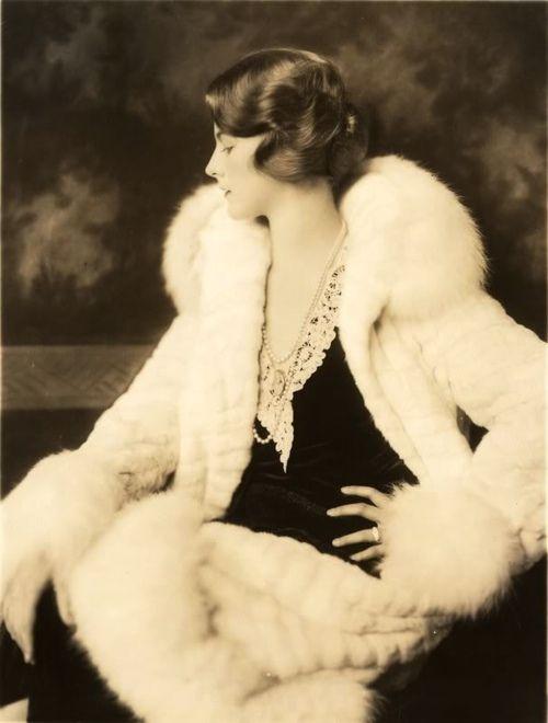 Dorothy Knapp, Ziegfeld Girl by Alfred Cheney Johnston. @designerwallace
