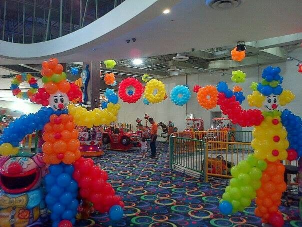Circus party theme balloon arches amp canopies pinterest circus party carnival themes and